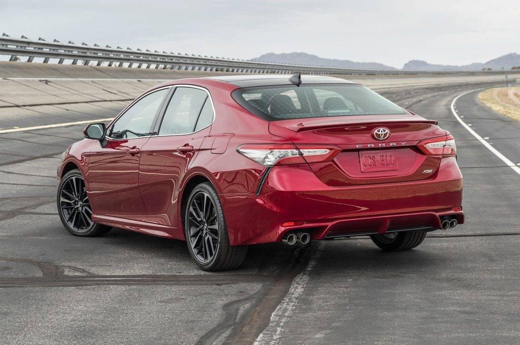 Новая Toyota Camry V6 2019 и рестайлинговая Mazda 6 2.5 турбо
