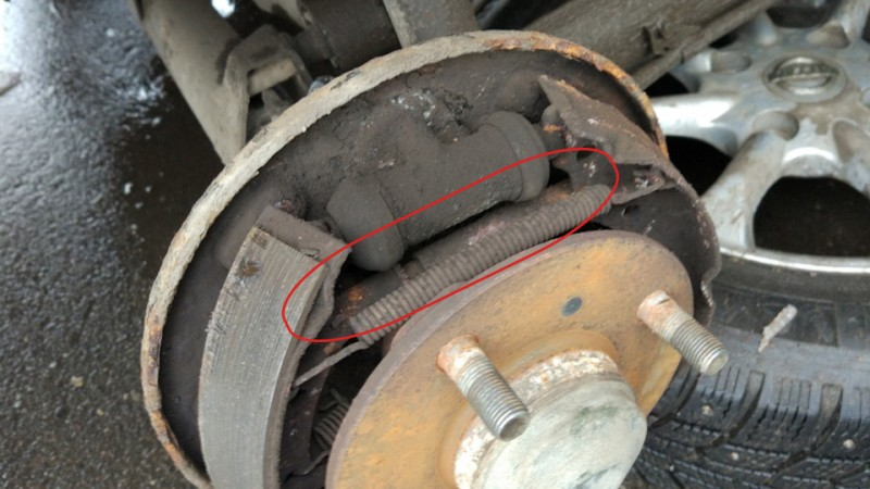 Nissan Almera Classic и замена задних тормозных колодок